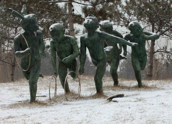 秦皇岛雪中奥林匹克大道公园雕塑(图)