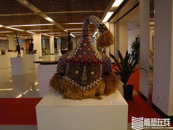 雕塑大师布朗库西和亨利摩尔也在非洲面具和